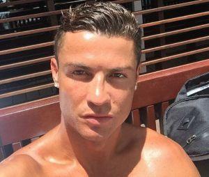 Cristiano Ronaldo sexy pour un Mannequin Challenge avec la Selecao !