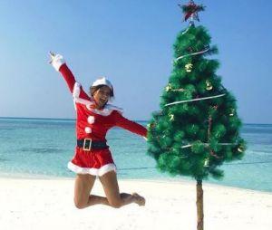 Laetitia Milot déguisée en mère Noël aux Maldives en décembre 2016