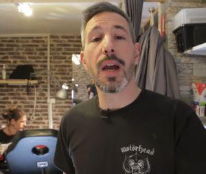Le youtubeur Julien Ménielle se fait tatouer le visage de Cyril Hanouna sur la fesse... par erreur !