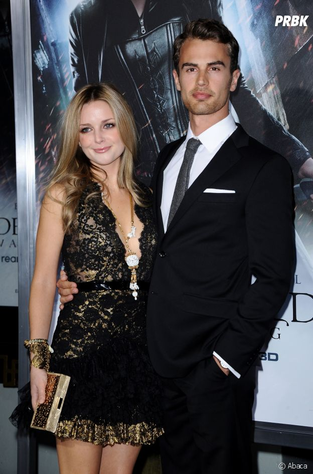 Theo James pose avec sa petite-amie Ruth Kearney à l'avant-première d'Underworld : Awakening