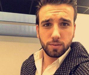 Aymeric Bonnery n'a presque plus de barbe : Benoît Dubois l'a rasé en direct !