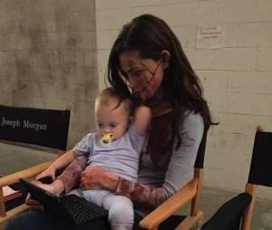 Phoebe Tonkin et Charlie sur le tournage de The Originals