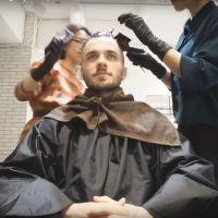 Squeezie ose les cheveux violets : découvrez sa nouvelle coupe surprenante 💇♂️