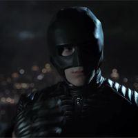 Gotham saison 4 : premier costume (raté) de Batman pour Bruce Wayne