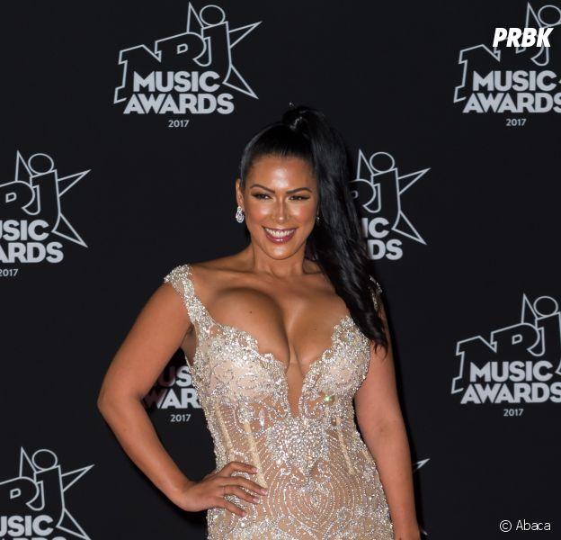 """Ayem Nour aux NMA 2017 : sa robe """"copiée collée de Beyonce"""" trop vulgaire ? Les internautes la clashent !"""