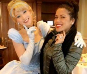 Ayem Nour et Vincent Miclet se retrouvent à Disneyland Paris avec leur fils Ayvin.