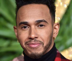Lewis Hamilton crée la polémique en se moquant de son neveu habillé en princesse !