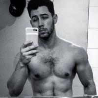 Nick Jonas torse nu sur Instagram : il enflamme les internautes 🔥
