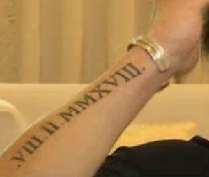 Rayane Bensetti dévoile son tatouage en hommage à son père décédé.