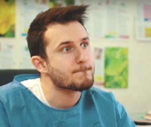 Nadège Lacroix se moque des placements de produits dans une vidéo Youtube avec YACETOM !
