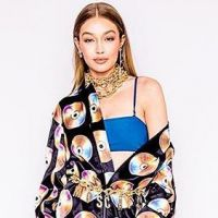 H&M et Moschino : la collab sexy et bling bling de l'année