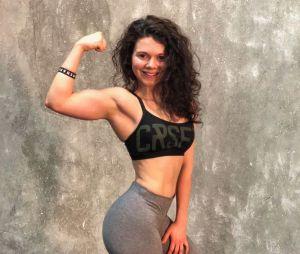 """Juju FitCats : la youtubeuse fitness dévoile sa cellulite pour dénoncer les """"physiques parfaits"""""""