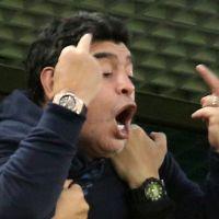 Diego Maradona : doigts d'honneur, malaise... Son craquage pendant Nigeria-Argentine est déjà culte