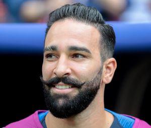 Adil Rami fiancé à Pamela Anderson ? Le footballeur répond !