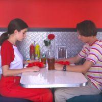 """Clip """"Amour plastique"""" : la Youtubeuse Adèle Castillon se lance en musique avec VideoClub"""