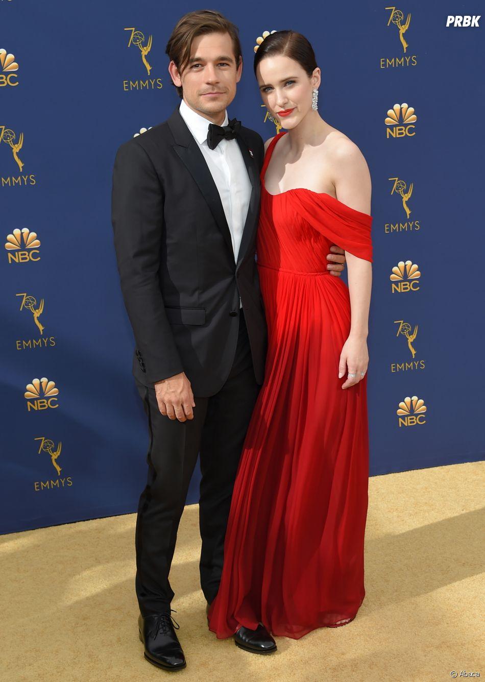 Jason Ralph et Rachel Broshanan sur le tapis rouge des Emmy Awards 2018 le 17 septembre à Los Angeles