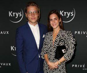 La blogueuse Gala Gonzalez et son chéri le magicien John Steiner à la soirée Privé Revaux x Krys au Café de l'Homme à Paris.