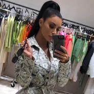 """Kim Kardashian se transforme en liasse de billets : son look jugé """"grossier"""" par les internautes"""