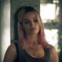Emma Mackey (Maeve dans Sex Education) méconnaissable en brune