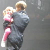 Justin Bieber ... Regardez-le avec sa petite sœur sur scène