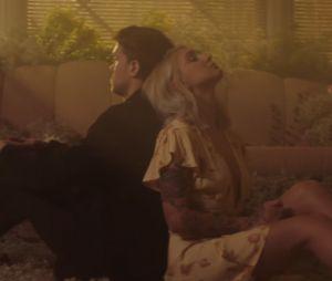 """Clip """"What A Time"""" : Niall Horan et Julia Michaels en pleine rupture douloureuse"""