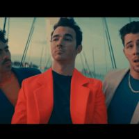 """Jonas Brothers en mode """"Cool"""" : les meilleurs moments du clip en gifs"""