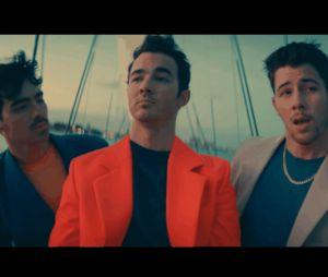 """Jonas Brothers se mettent en mode """"Cool"""" : les meilleurs moments du clip en gifs"""