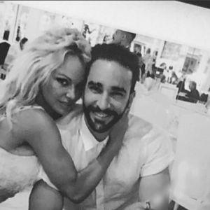 """Pamela Anderson annonce sa rupture avec Adil Rami : """"j'ai été trompée, il vivait une double vie"""""""