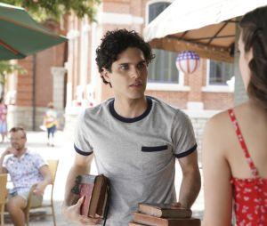 Legacies saison 2, épisode 1 :Landon (Aria Shahghasemi) sur une photo