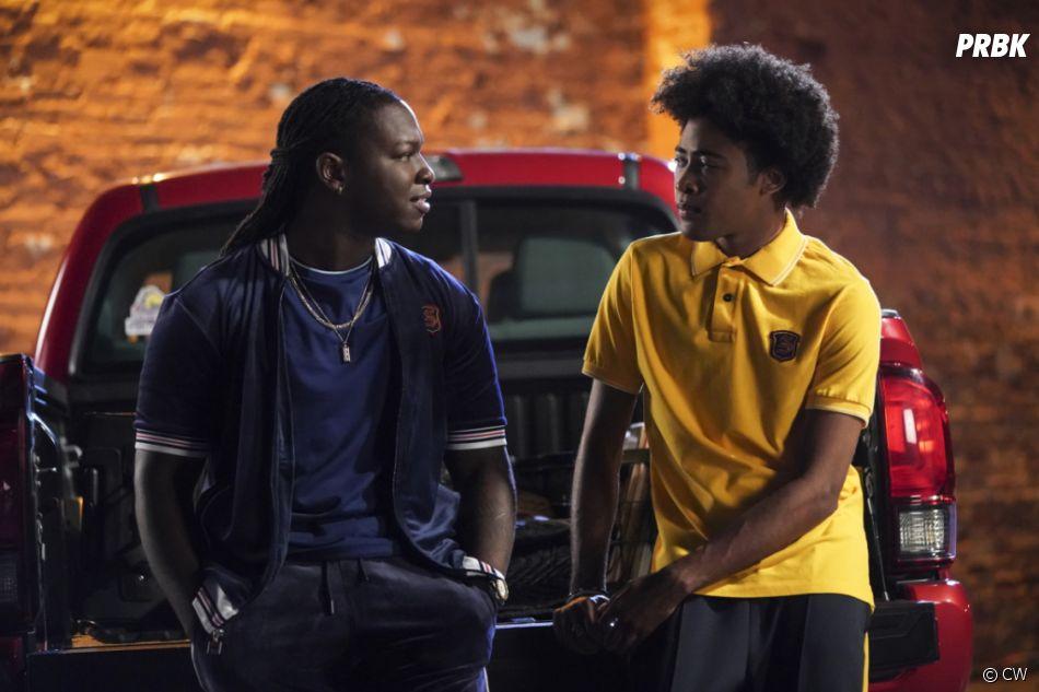 Legacies saison 2, épisode 1 :Kaleb (Chris De'Sean Lee) et MG (Quincy Fouse) sur une photo