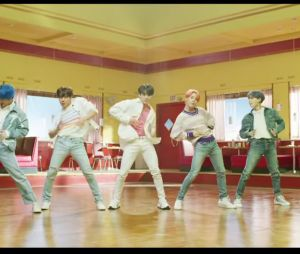 BTS – Boy With Luv