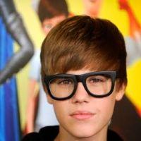 Photos ... Justin Bieber ... Il ne quitte plus ses lunettes de geek