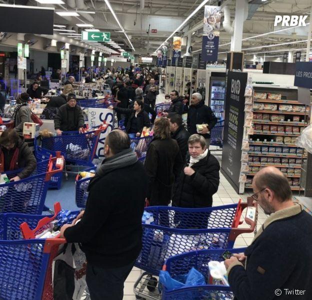 Coronavirus : les supermarchés dévalisés, le hashtag #Coronapocalypse lancé
