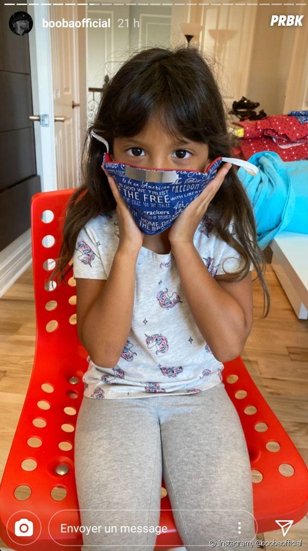 Coronavirus : Luna, la fille de Booba fait des masques pour le personnel soignant