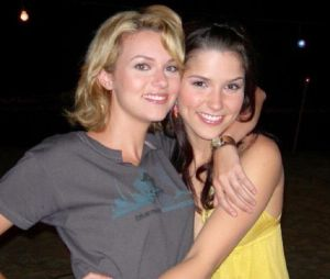 Les Frères Scott : Hilarie Burton (Peyton) se confie sur son amitié avec Sophia Bush (Brooke) pendant le tournage de la série