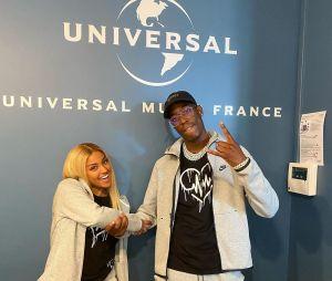 """Wejdene signe chez Universal Music France : """"Merci à tous ceux qui critiquent"""" !"""