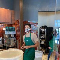 Un serveur refuse de servir une cliente sans masque, il reçoit près de 90 000 dollars de pourboire