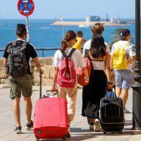 Coronavirus : alerte chez les jeunes en France et ailleurs dans le monde