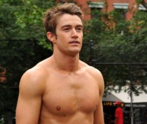 Robert Buckley dans 666 Park Avenue