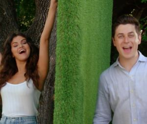 Selena Gomez et David Henrie se retrouvent pour la promo du film This is the year