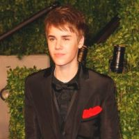 Justin Bieber ... Il offre des roses à ses fans lors d'une émission (VIDEO)