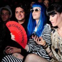 Katy Perry ... Elle fait de l'ombre aux mannequins de Castelbajac (photos)