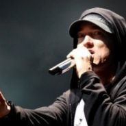 Eminem VIDEO ... Il se suicide dans Space Bound, son nouveau clip