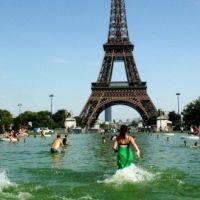 Canicule 2011 en France : les franciliens se rafraichissent comme ils peuvent (PHOTO)
