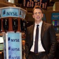 Chris Evans : Captain America envahi la bourse de New York (PHOTOS)
