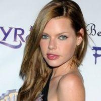 Sophie Monk : Hugh Hefner lui offre 1 million de dollars pour poser dans Playboy
