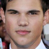 Taylor Lautner :  le loup-garou de Twilight 4 a le béguin pour Jessica Alba