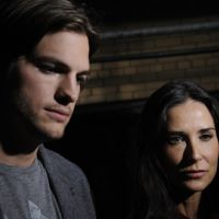 Ashton Kutcher divorce de Demi Moore et retourne travailler : Mon Oncle Charlie n'attend pas