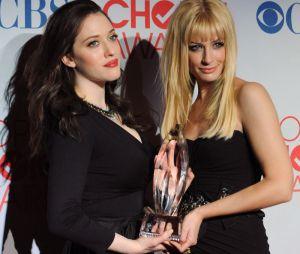 Kat Dennings et Beth Behrs pour 2 Broke Girls, meilleure nouvelle comédie aux People's Choice Awards 2012