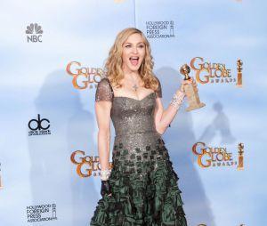 Madonna récupère son prix aux Golden Globes 2012